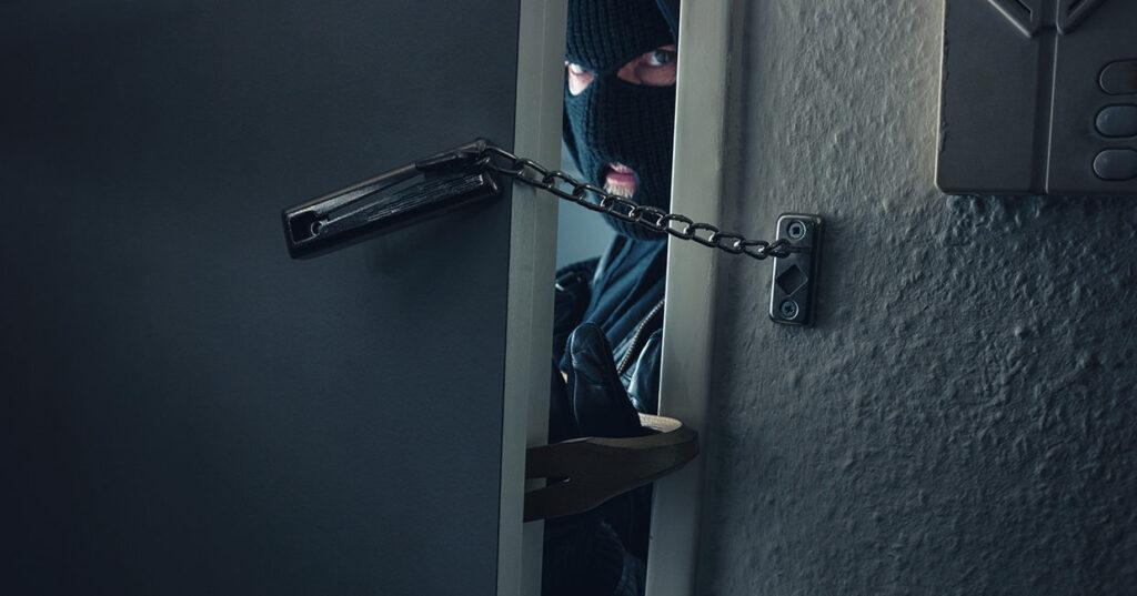 Como proteger seu apartamento ou condomínio em caso de arrastão?